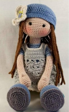 CUTE KNITTED DOLL