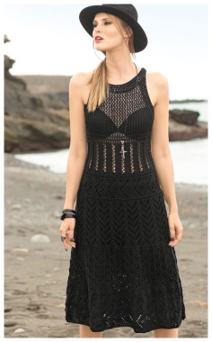 SEDUCTIVE BLACK DRESS WITH LACE PATTERNS