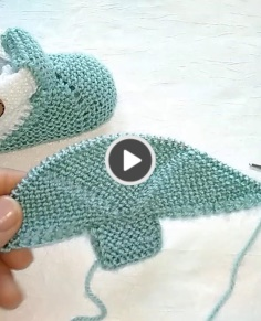 Knitted Baby Shoes with Seamless Needle