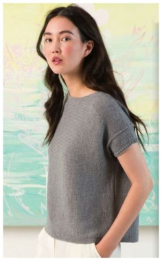 LACQUERED GRAY TEE WITH KNITTING NEEDLES