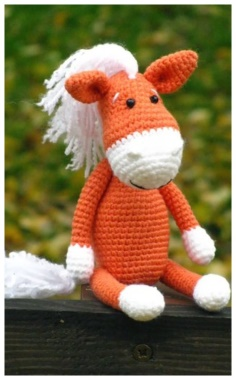 KNITTING TOY HORSE