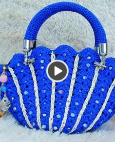 Shelly blue crochet bag