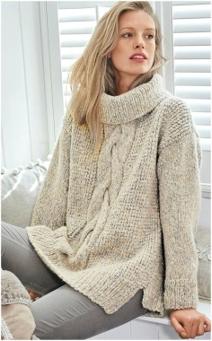 LIGHT SWEATER WITH A CENTRAL OBLIQUE